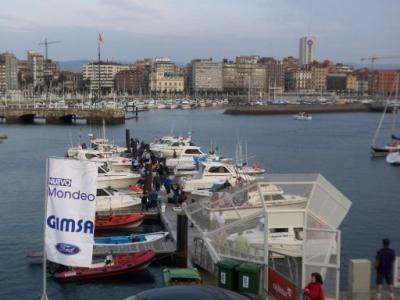 Otra instantánea del puerto deportivo de Gijón.