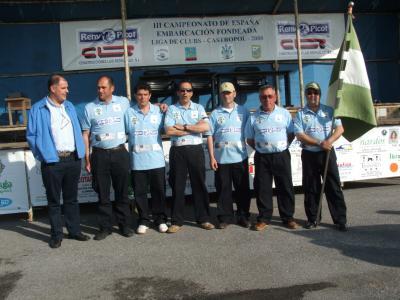 Equipo de la Sección de pesca del Club de mar de Castropol, con su presidente Alvaro Platero.