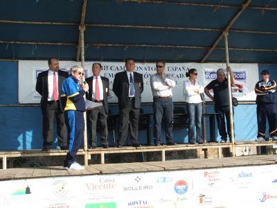 Autoridades en el palco durante la presentación del Campeonato.