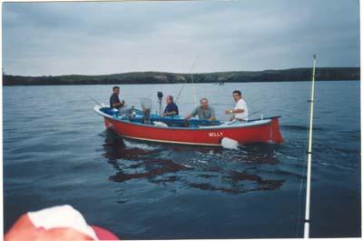 """V troféo de pesca """"Villa de Castropol"""", embarcación fondeada,1995.Saliendo hacia la zona de pesca."""