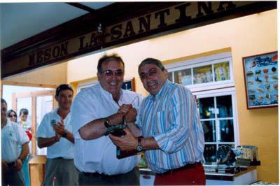 """Francisco Morgado, del Oviedo Pesca Club(izquierda),campeón del XII troféo """"Villa de Castropol"""".2005"""