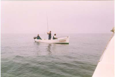 """"""" Villa de Castropol"""" 1999.Embarcación"""" Volador """", pescadores,Ignacio Cerdeira, Arcadio Aguirre y Paco."""