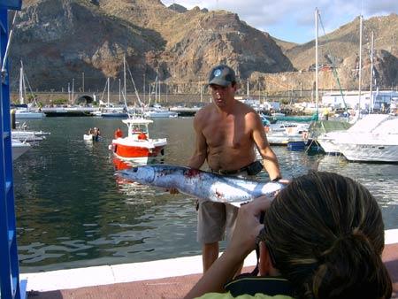 Suso, con un hermoso peto de 28Kgs. pescado en tenerife en octubre de 2006.