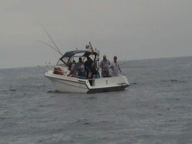 Mis grandes amigos del Club Maritimo de Tenerife en plena acción de pesca, Fernando de Armas, Gabrielito,Gabriel Borges y Felix Sánchez.