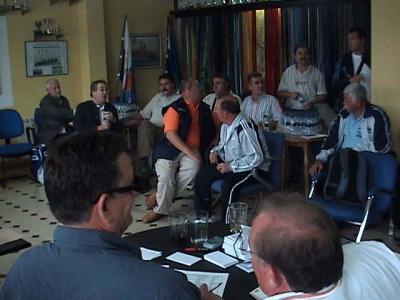 Reunión de delegados de los clubes  en el Club de Mar de Castropol, para el sorteo de las embarcaciones.