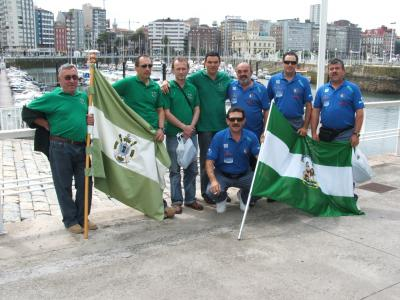 Equipo del Club de Mar de Castropol y Equipo  Puerta de España de Ayamonte.Gijón 2007.