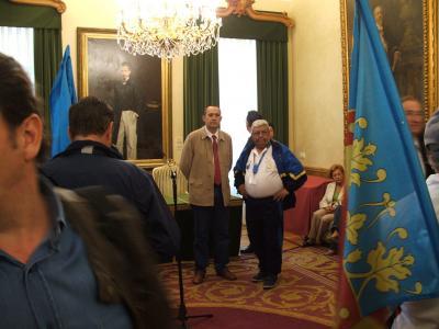 Los Presidentes de las Federaciones Española y Asturiana de Pesca en el salón de actos del Ayuntamiento.