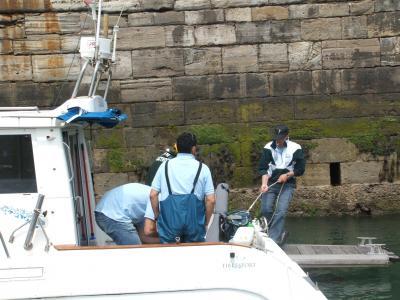 Equipo de la Sección de Pesca del Club de Mar de Castropol a su llegada al pantalan.