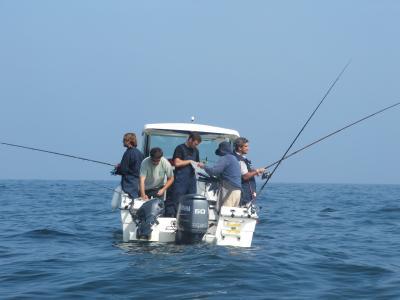 Equipo de Cantábria en plena acción de pesca.