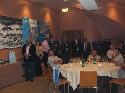Presidentes de las Federaciones Española y Asturiana, con las Autoridades presentes en la entrega de troféos.