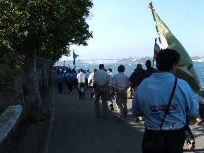 Desfile de las banderas  de las comunidades y de los clubs participantes en el campeonato.